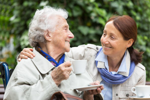Rentnerin-mit-Betreuer